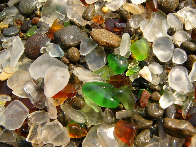 800px-glass_beach_fort_bragg_3.jpg